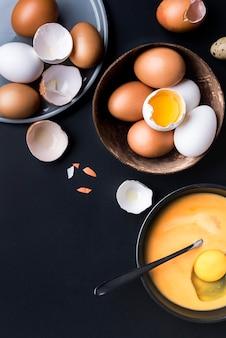 Oben ansicht eier in schüsselanordnung