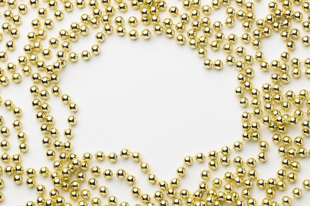 Oben ansicht goldener perlenrahmen