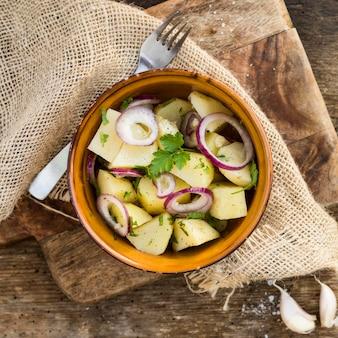 Oben ansicht köstlicher kartoffelsalat