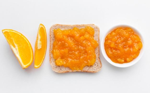 Oben ansicht leckere marmelade auf brot