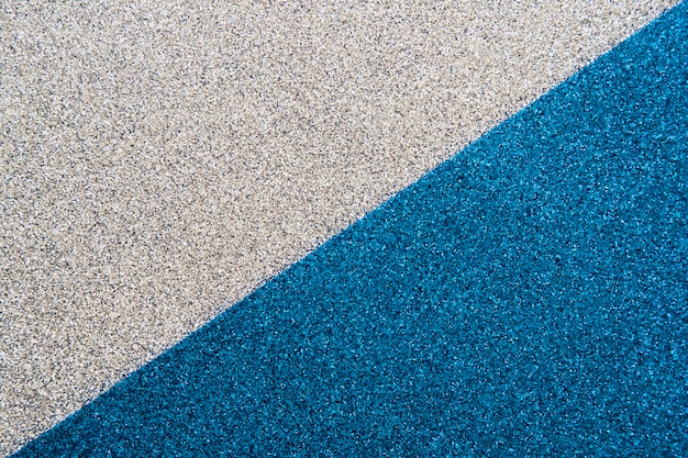 Obenliegende ansicht der blauen und grauen wolldecke