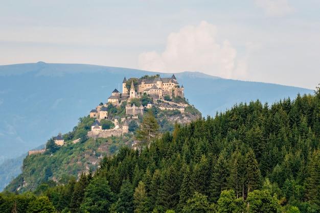 Oberer teil des schlosses hochosterwitz auf dem berg in österreich