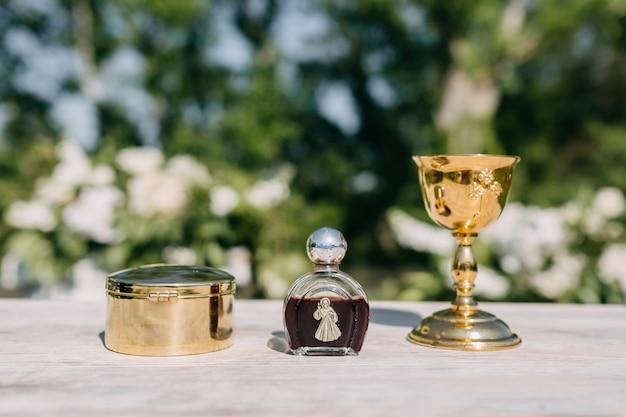 Objekte, die bei der katholischen, orthodoxen hochzeitszeremonie verwendet wurden