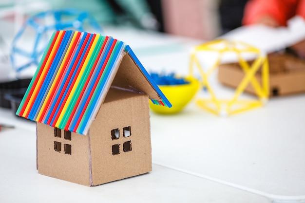 Objekte für die kreativität der kinder entwickeln