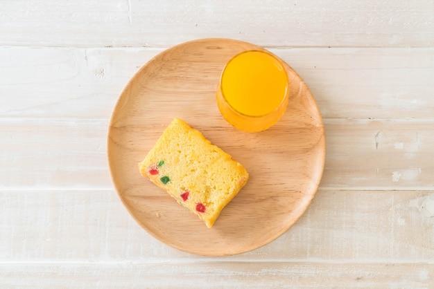 Obstkuchen auf holzplatte