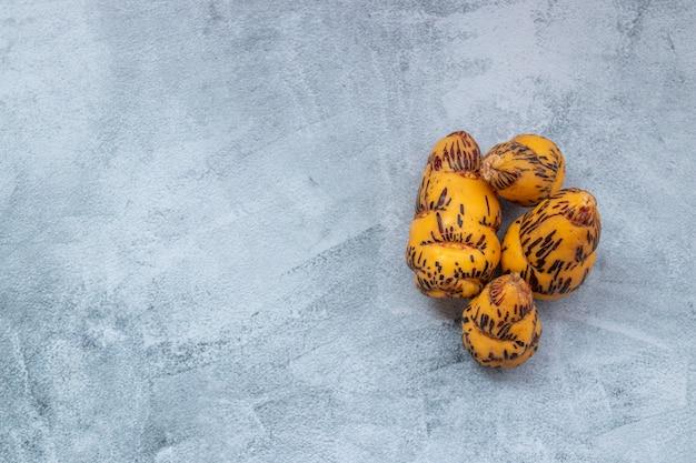 Oca, knolle, die in der peruanischen küche und den amerikanischen anden verwendet wird Premium Fotos