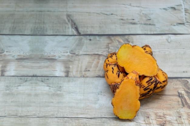Oca, knolle, die in der peruanischen küche verwendet wird