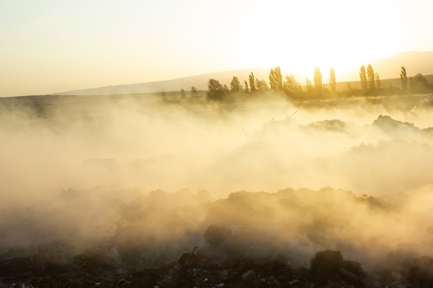 Öffentliche müllkippe in der wüste