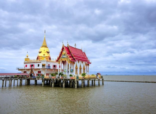Öffentliche plätze wat hong thong, ein ort, an dem menschen reisen und buddhisten sind