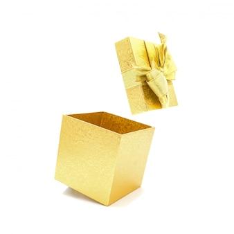 Öffnen sie die schöne goldene geschenkbox.