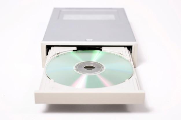 Öffnen sie dvd-rom auf weiß