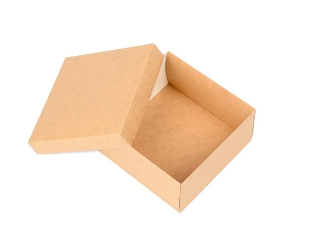 Öffnen sie quadratische braune pappschachtel lokalisiert auf weißem hintergrund, draufsicht