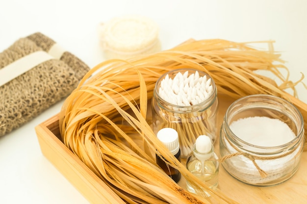 Öko-zubehör für körperpflege und wellness - bast, luffa, wattestäbchen aus holz