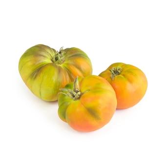 Ökologischer grüner tomatensalat isoliert