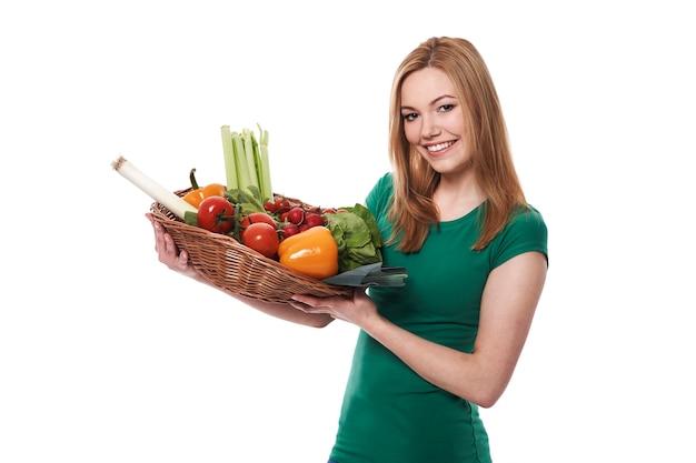 Ökologisches gemüse ist ein grundnahrungsmittel meiner ernährung