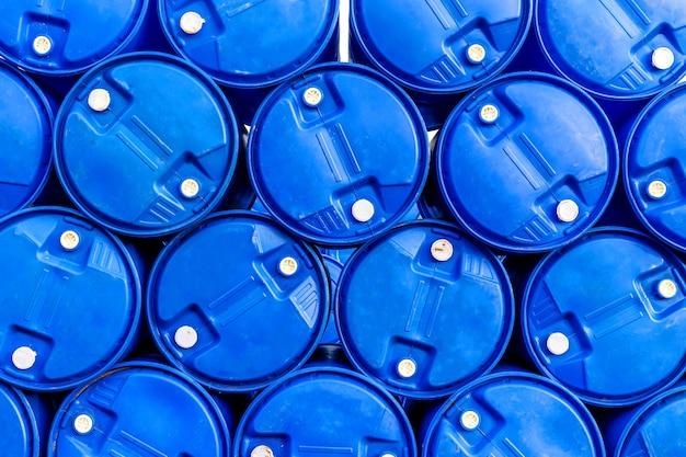 Ölfässer oder chemische fässer gestapelt