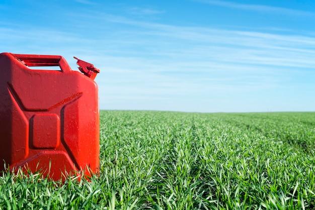 Ölgas kann auf der grünen wiese und biokraftstoffproduktion