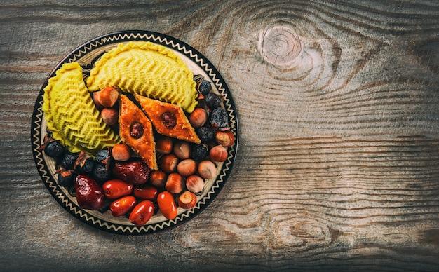 Östliche süßigkeiten für den urlaub in novruz