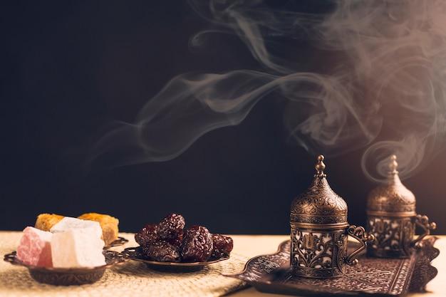 Östliche süßigkeiten und kaffeeservice