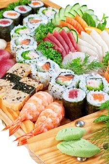 Östlicher zierlicher sushi-kaviar, lachs hautnah.