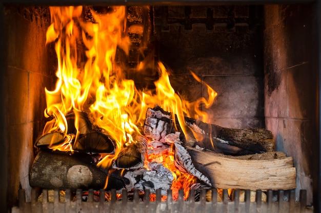 Ofen mit flammen