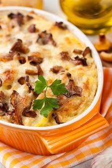 Ofenkartoffeln mit pfifferlingen und käse