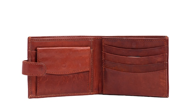 Offene braune lederbrieftasche lokalisiert auf weißem hintergrund, stilvolles herrenaccessoire