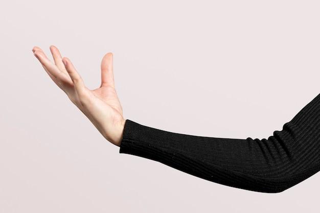 Offene handbewegung mit der handfläche, die ein unsichtbares hologramm darstellt
