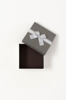 Offene helle und dunkle geschenkbox