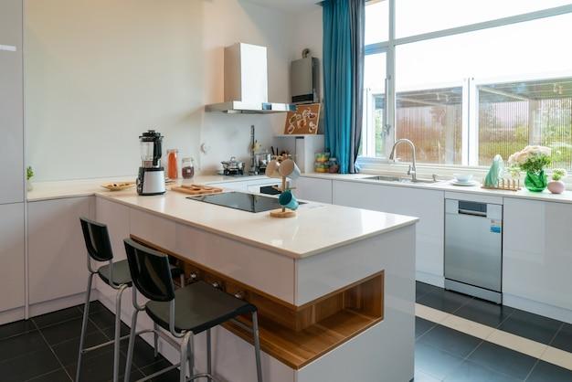 Offene küche im modernen dekorationsstil