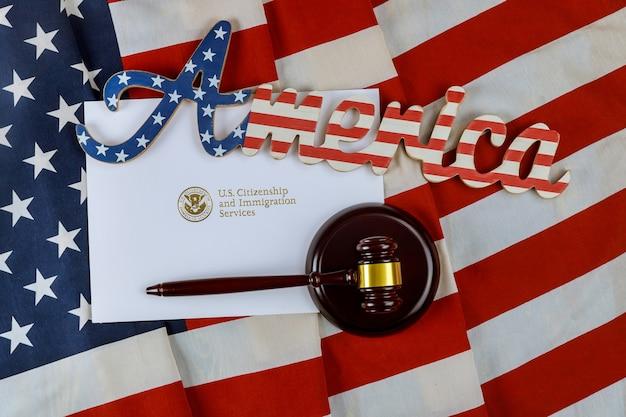 Offizielle abteilung uscis department of homeland security vereinigte staaten staatsbürgerschaft und einwanderungsdienste us-deportation einwanderung gerechtigkeit und recht konzept amerikanische flagge
