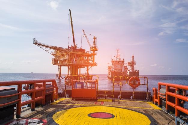 Offshore-rig cargo industrie öl- und gasproduktion erdölpipeline.