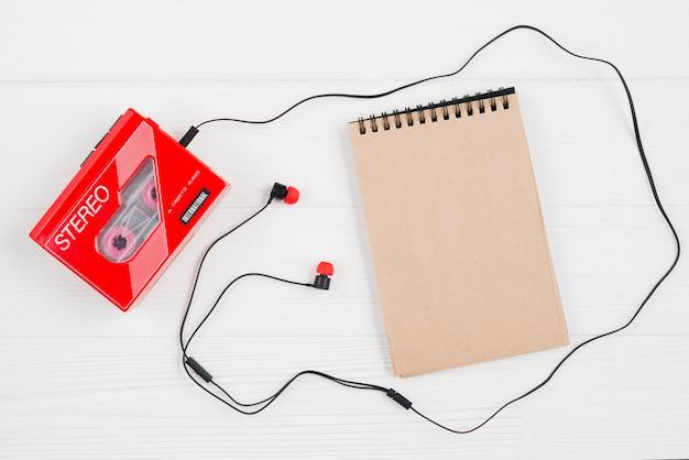 Ohrhörer und kassettenrekorder