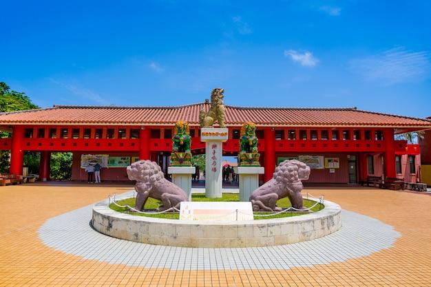 Okinawa world ist der wichtigste themenpark der präfektur okinawa
