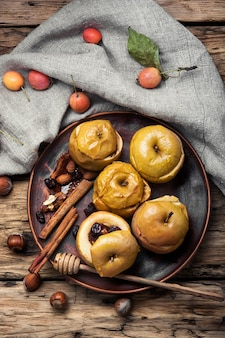 Oktoberherbst äpfel gebacken