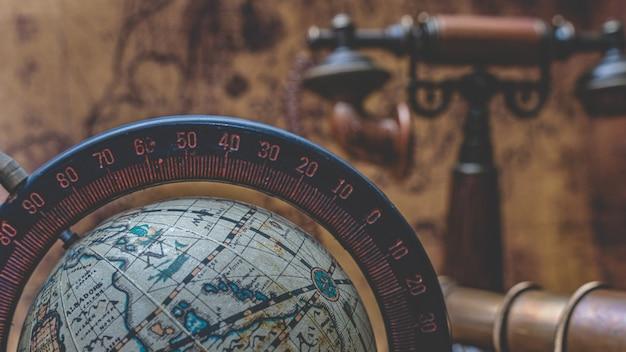 Old world globe-modell