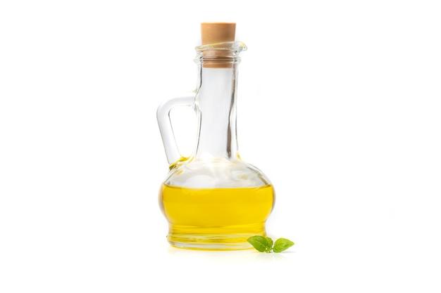 Oliven- oder sonnenblumenöl auf einer flasche mit stopfen, isoliert auf weißem hintergrund.