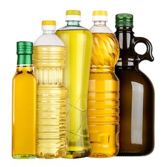 Oliven- und sonnenblumenöl in den flaschen gesetzt lokalisiert auf weißem hintergrund