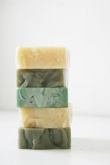 Olivenölseife geeignet für menschen mit hautproblemen. nährt die haut weich und feucht.