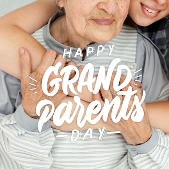 Oma und enkelin feiern großelterntag