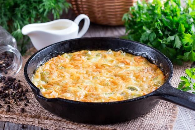 Omelett mit käse und lauch