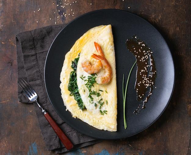 Omelett mit spinat und garnelen
