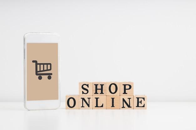 Online einkaufen, von zu hause aus einkaufen und hauslieferungskonzept.