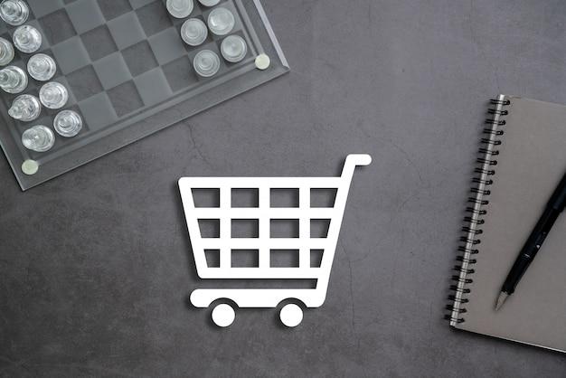 Online-geschäfts- und einkaufskonzept auf stationärem hintergrund