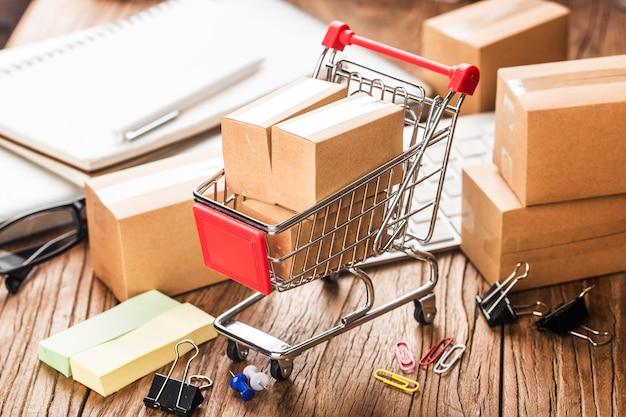 Online kaufen zu hause konzept