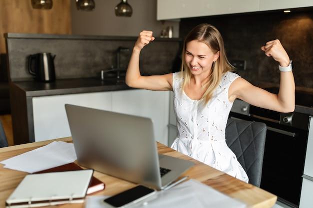 Online lernen und zu hause arbeiten