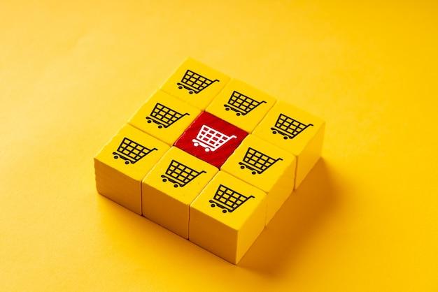 Online-shopping auf bunten puzzle-würfel