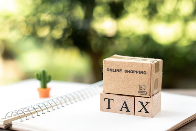 Online-shopping-box bezahlen sie das jährliche einkommen (tax) für das jahr auf dem rechner.