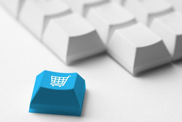 Online-shopping & business-symbol auf retro-computer-tastatur