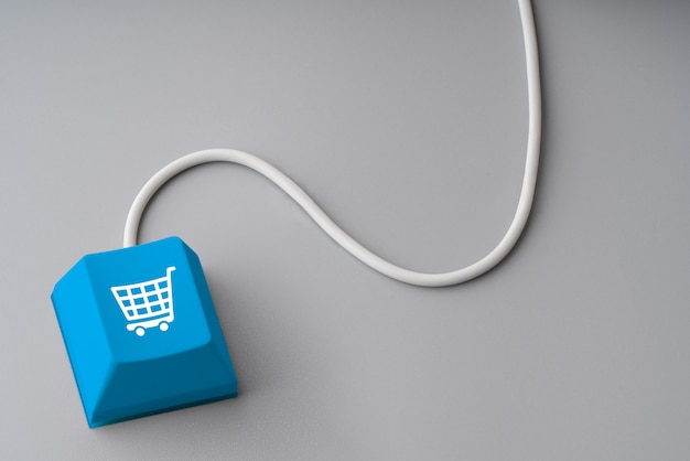 Online-shopping & business-symbol auf retro-computertastatur
